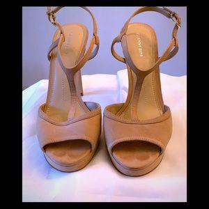 EUC- Gianni Bini Suede Platform T-Strap Sandal.